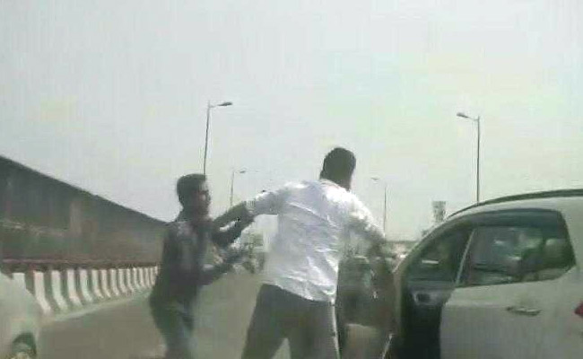 Delhi Businessman Robbed Of Rs. 70 Lakh At Gunpoint On Busy Flyover