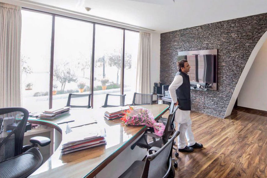 Akhilesh Yadav Drops Plan to Enter Hotel Business, to Build Bungalow in VIP Area Instead