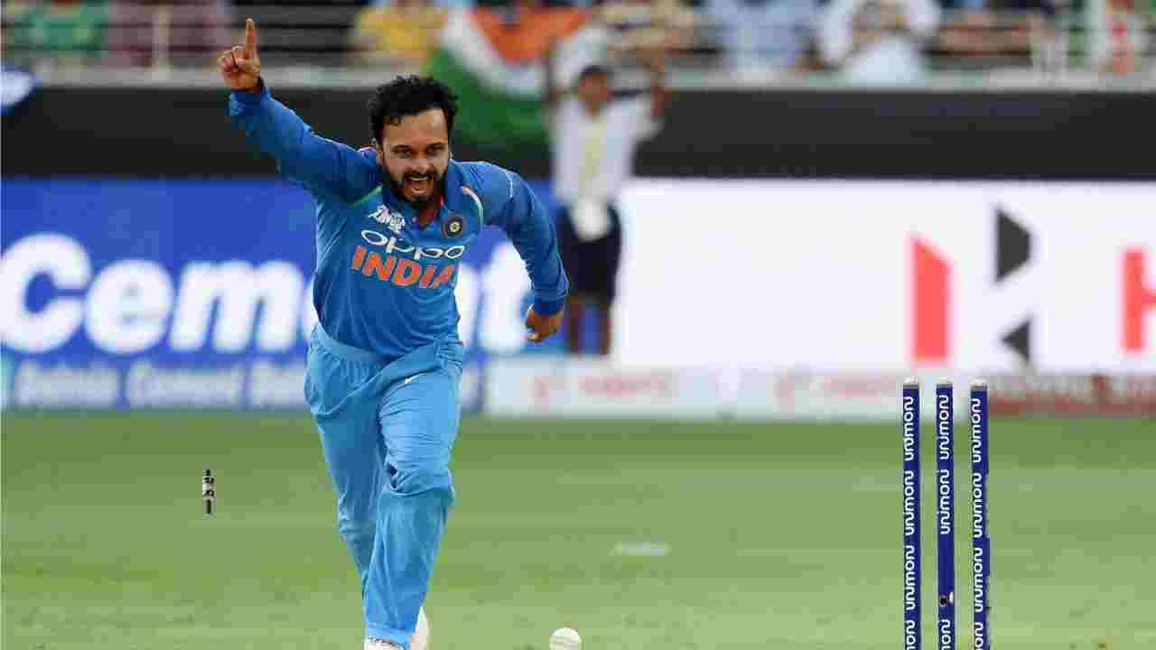 Watch: This video of Kedar Jadhav dancing to 'Churake Dil Mera' is surely the most hilarious thing on internet today