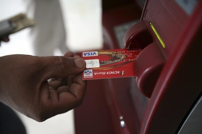 Do not get out of the ATM until green light burns, 12 Tips for keeping debit card safe