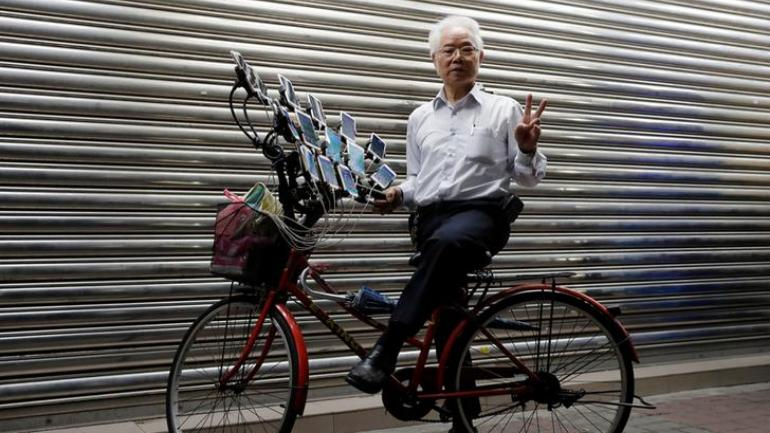 Meet the 70-year-old Taiwan grandpa who catches Pokemon with 15 phones and a bike