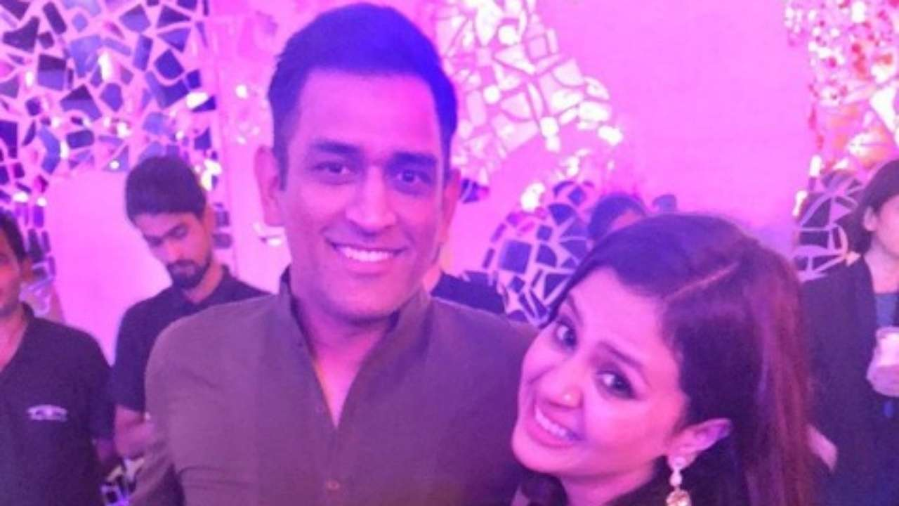 See pics: Awwww, Dhoni breaks the internet with these pictures with wife Sakshi