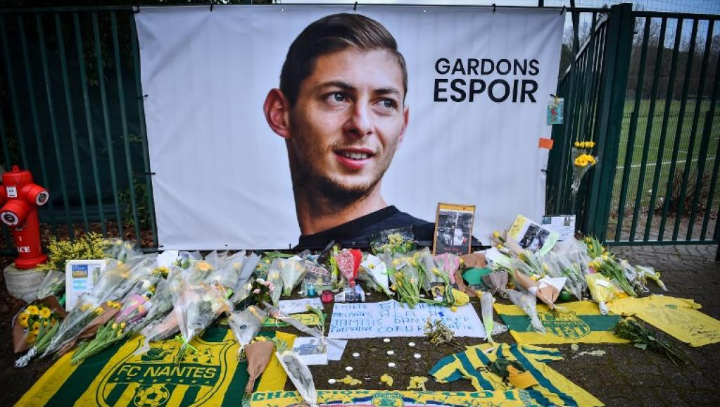 Body found underwater in wreckage of footballer Sala