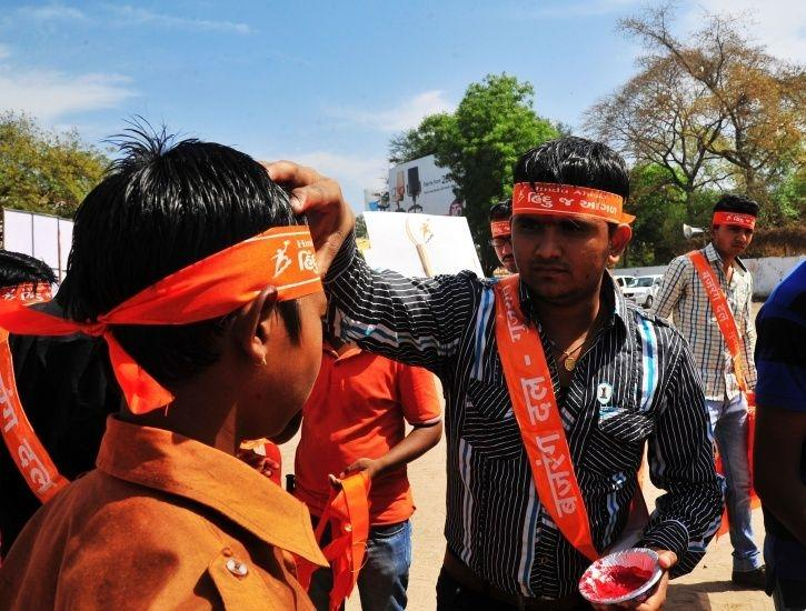 Back In Business, Bajrang Dal Threatens To Thrash Couples For Celebrating Valentine