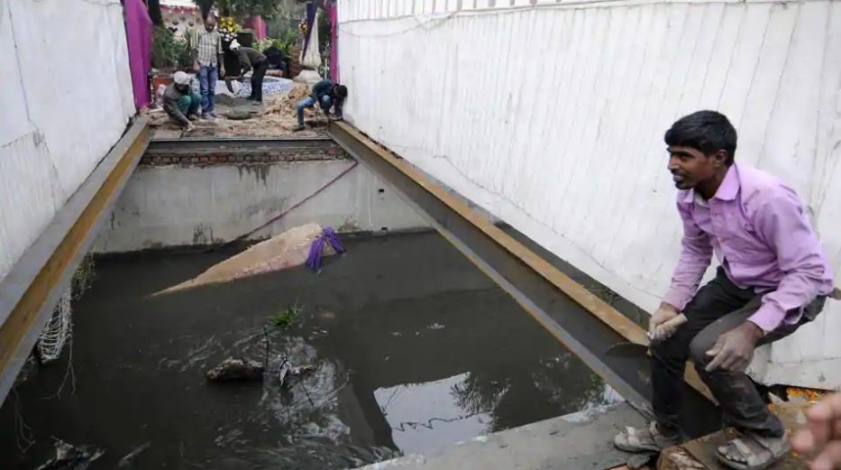 Groom falls in drain after bridge collapses due to 'baraat' dance in Noida