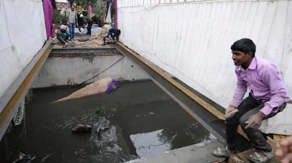 Groom falls in drain after bridge collapses due to 'baraat' dance in Noida