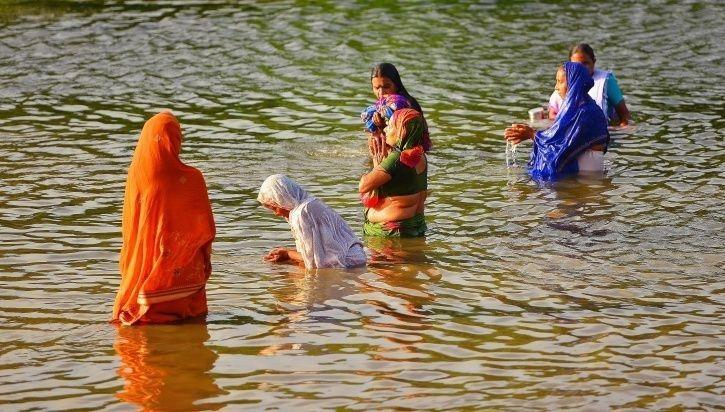 How Waterproof Sarees Distributed At Kumbh Mela Are Helping Preserve The Modesty Of Women