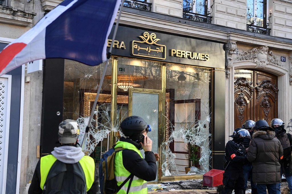 "Paris Luxury Stores Looted, Burned In ""Yellow Vest"" Riots"