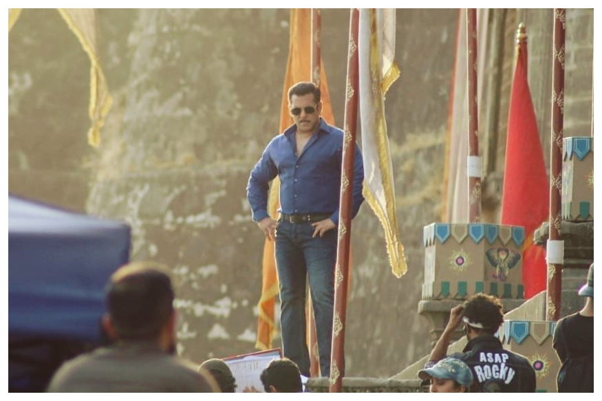 Dabangg 3 Team Under Fire For Alleged Illegal Construction Of Sets Inside Jal Mahal in MP