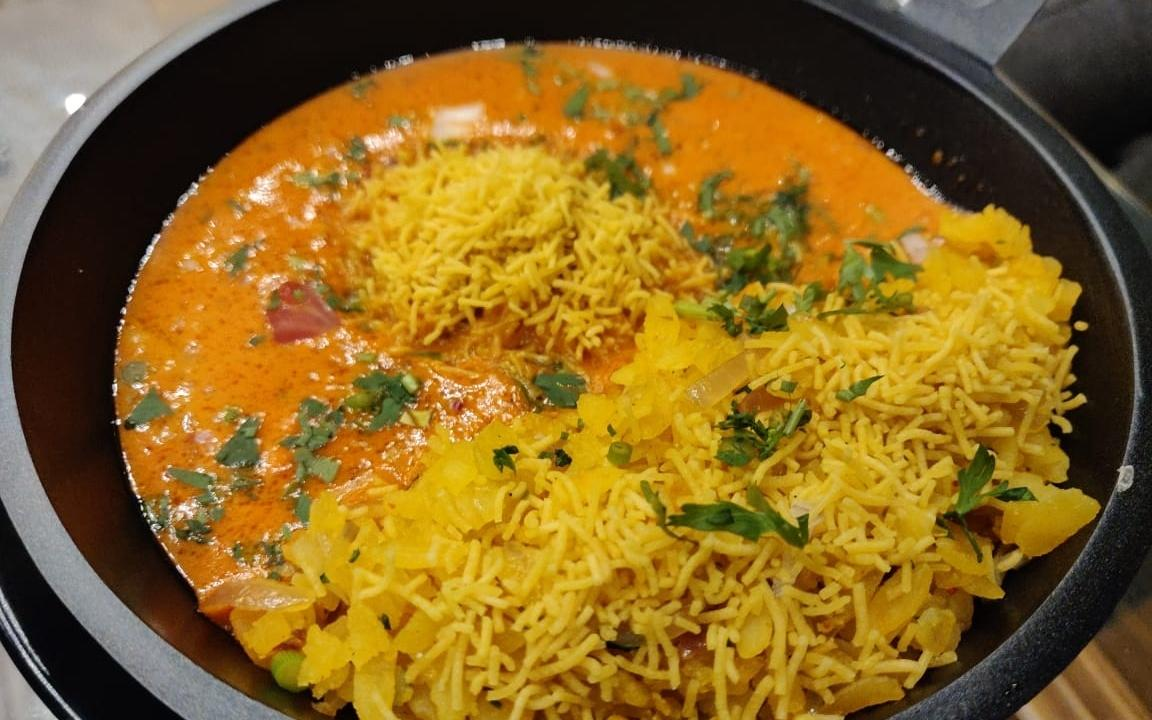We Found A Place That Serves Old Monk Biryani And Chicken Poha In Pune
