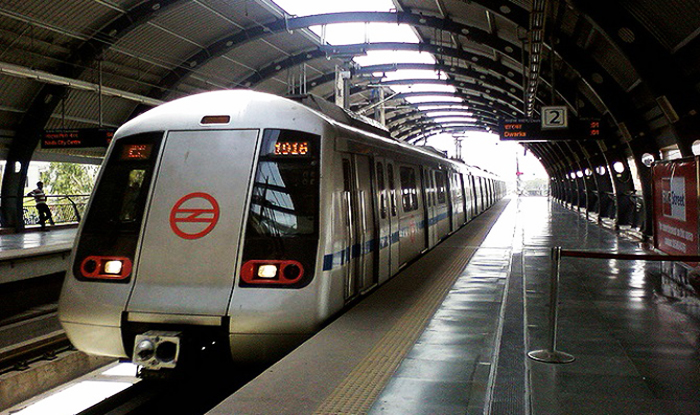 Exhausted and Dehydrated, Bird Falls on Delhi Metro Track; Escapes Narrow Brush With Death