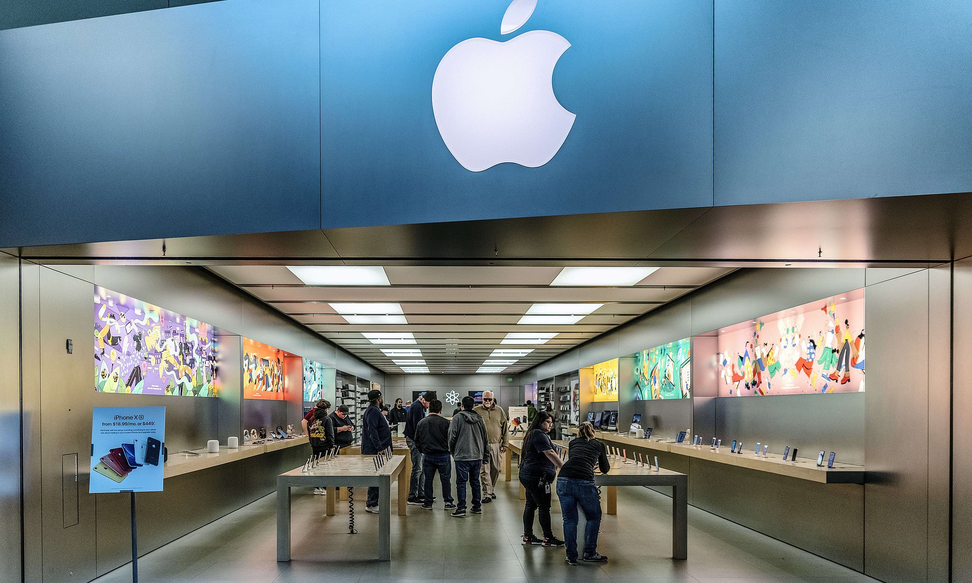 Teen sues Apple for $1 billion over theft charge