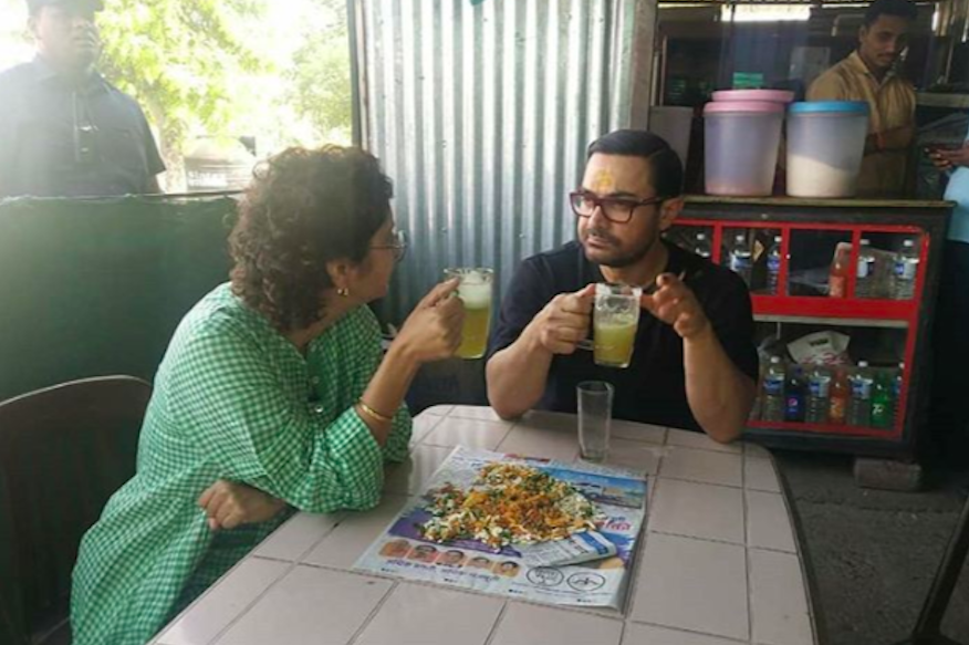 Aamir Khan, Kiran Rao Take a Bhel Puri and Sugarcane Juice Break at a Zhawadarjun Dhaba, See Pics