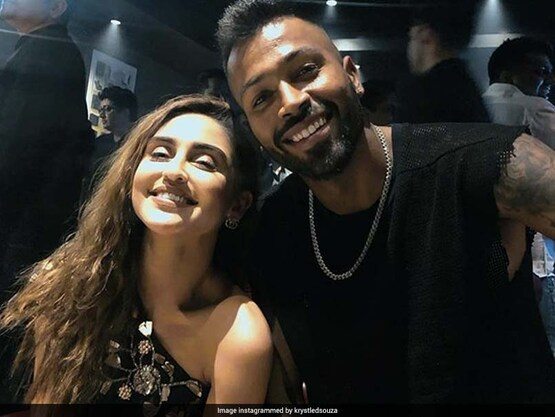 Fans Come To Hardik Pandya