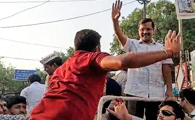 Court Admits Suit Against Manoj Tiwari On Arvind Kejriwal