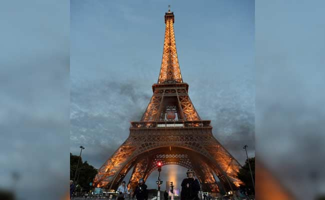 Watch: The Con Man Who Sold The Eiffel Tower For Scrap