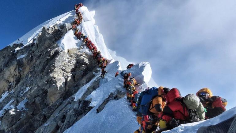 2 Indians die in Mount Everest traffic jam. Mountaineer