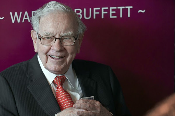 Anonymous Bidder To Pay $4.57 Million To Have Lunch With Warren Buffet