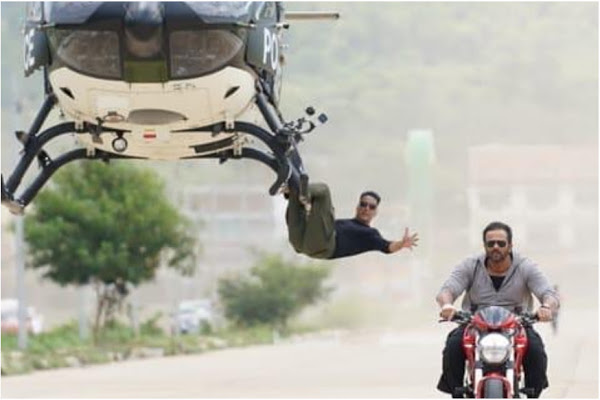 Sooryavanshi: Akshay Kumar hangs off a helicopter without harness as Rohit Shetty directs nail-biting stunt. Watch video