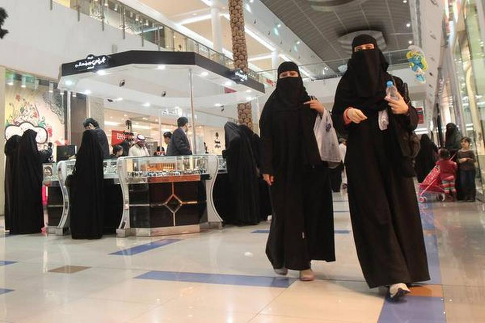 Saudi Arabia implements end to travel restrictions for women