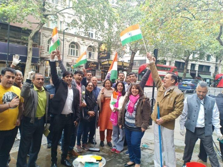 Swachh Bharat Reaches London As Indians Clean Up The Mess Left Behind By Pakistani Protesters