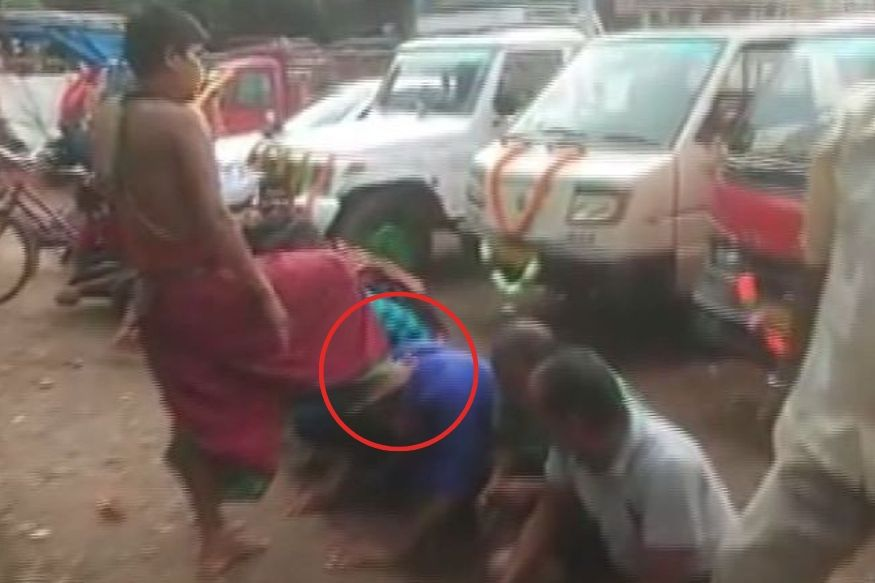 Watch: Odisha Priest Draws Flak for Blessing Devotees with Feet on Vijaya Dashami