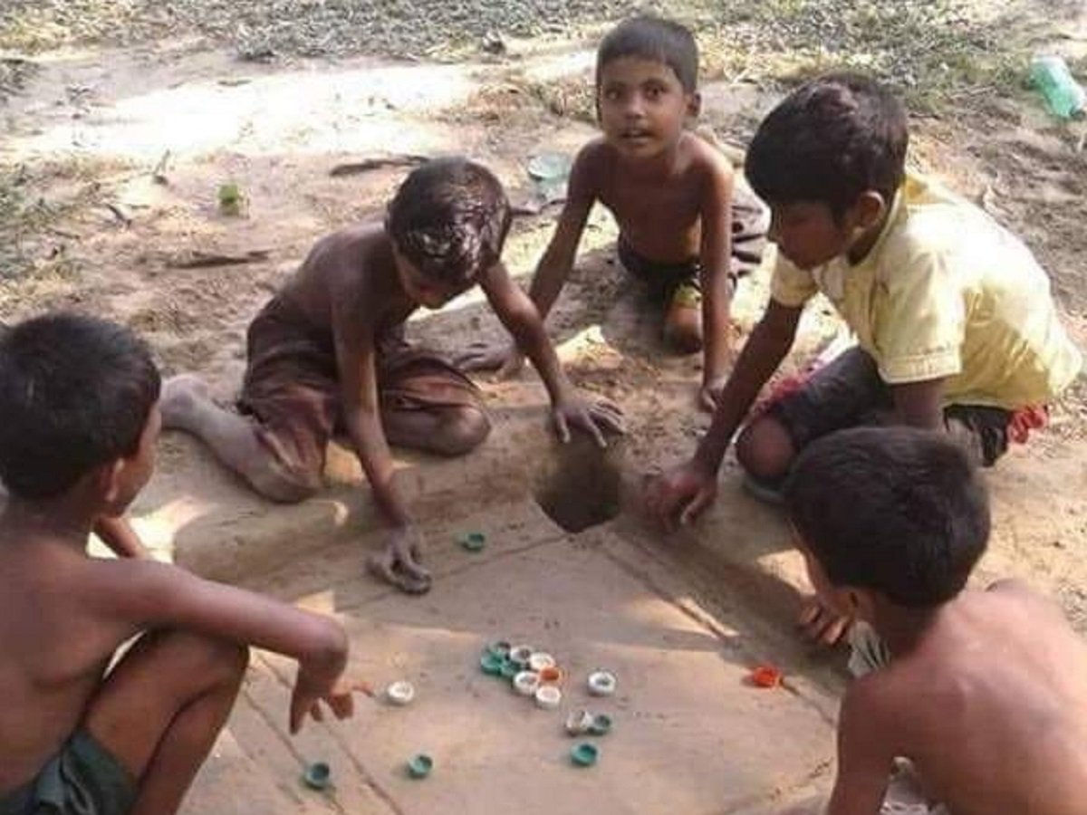Kids Carve Out Carrom Board In Mud, Anand Mahindra Says