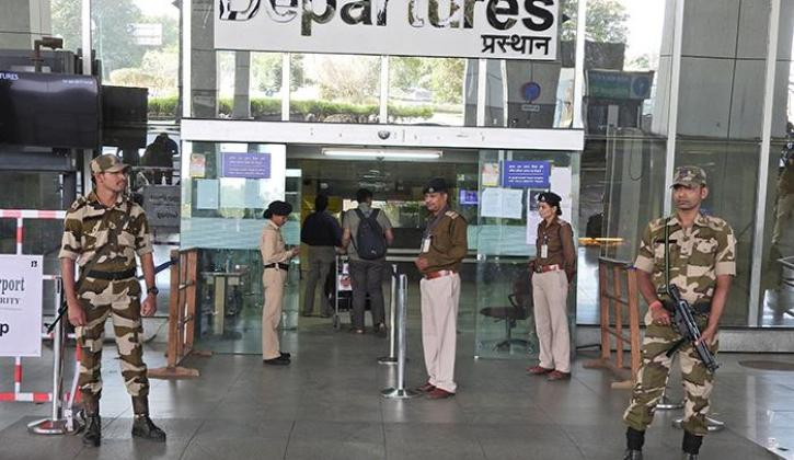 Delhi Man Arrested At IGI Airport For Dressing Up As Pilot, Just To Shoot Videos & Enjoy Benefits!