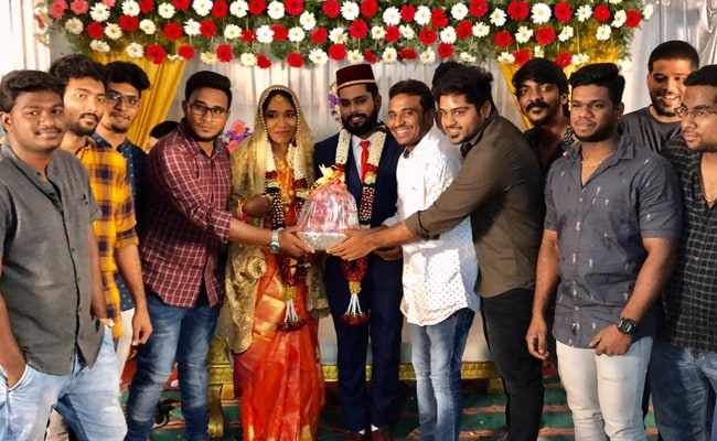Amid Rising Prices, Tamil Nadu Couple Gets Bouquet Of Onion At Wedding