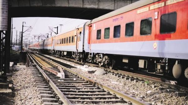 New private trains may have 15-minute head start, max speed of 160 km per hour