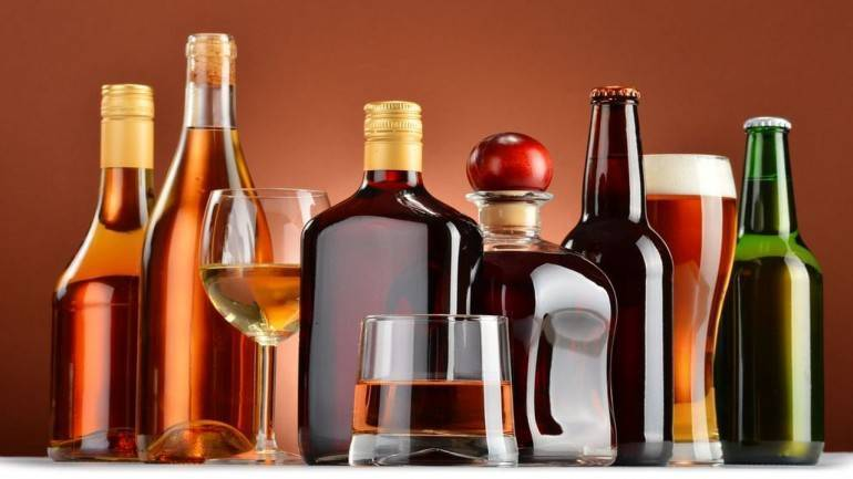 Only 1 liquor bottle at duty-free, cigarette cartons banned: Commerce Ministry recommends for Budget 2020