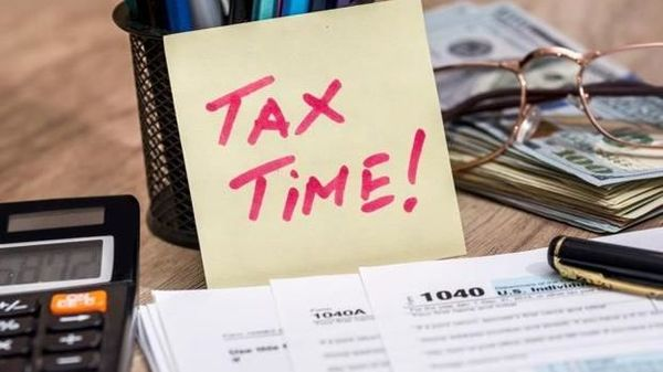Income tax dept launches e-calculator to compare due tax under new, old regime