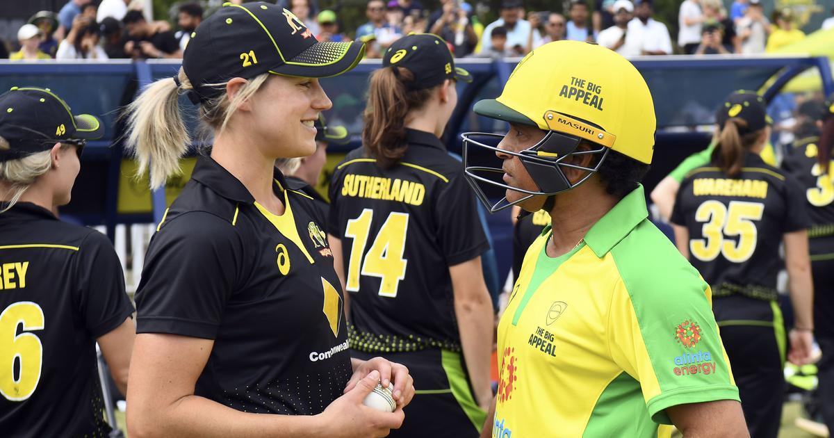 Videos: Tendulkar bats against Perry, vintage Lara steals the show in Bushfire relief match