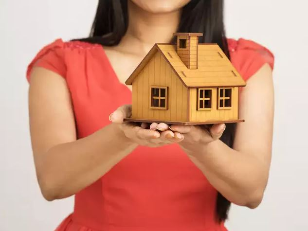 More women than men buying a house for end use survey
