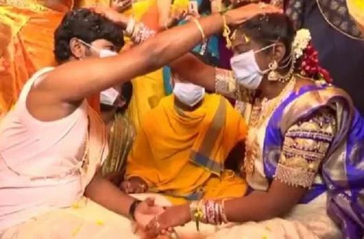 Couple Gets Married in Masks in Andhra Pradesh Amid Coronavirus Outbreak