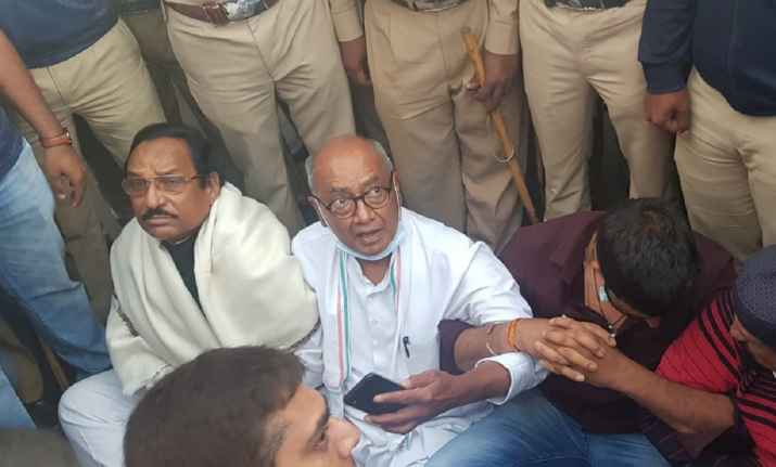 Digvijaya Singh Dragged By Bengaluru Cops, Tried To Meet Rebels: 10 Facts