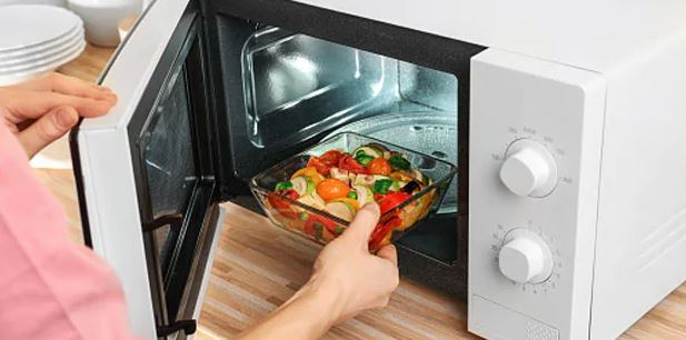 Is It Safe To Heat Food In Microwave? Expert Reveals