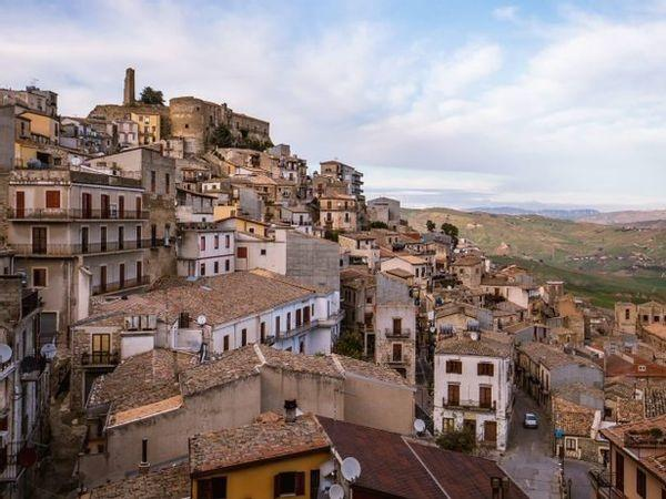 To Fight Depopulation, This Sicilian Town Is Auctioning Abandoned Homes For As Low As Rs 86
