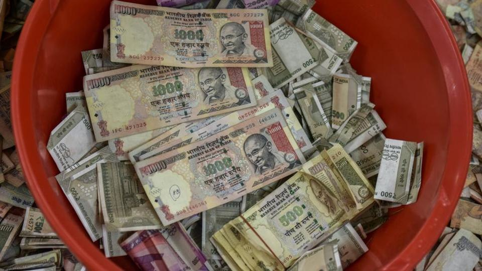 Rs 100 crore in demonetised notes, hidden for conversion, recovered in Kanpur