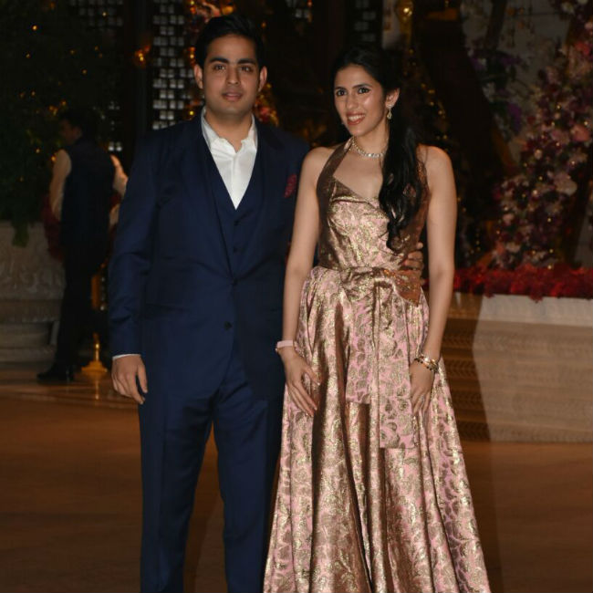 Please welcome Akash Ambani and Shloka Mehta. The couple posed happily for the paparazzi. See Akash and Shloka