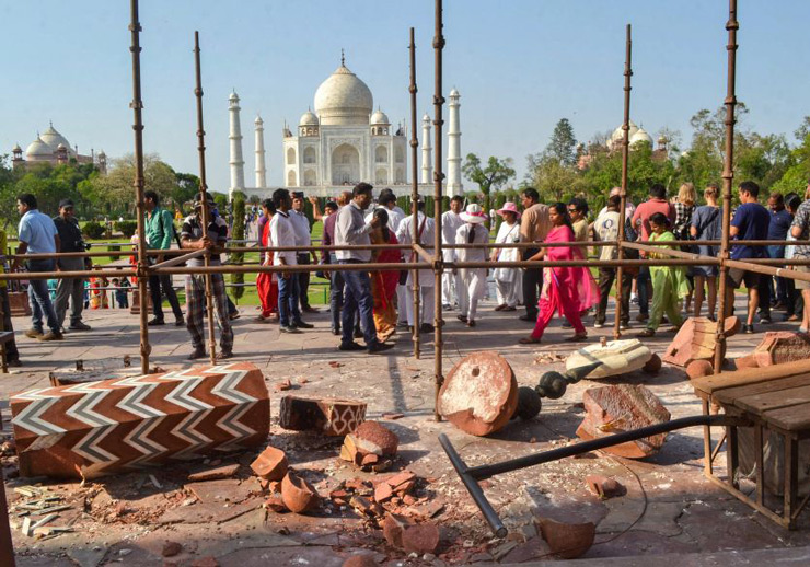 A pillar or minaret at the entry gate of the iconic Taj Mahal collapsed in heavy rains and thunderstorm which hit Agra early on Thursday. The pillar known as Darwaza-e-Rauza, which was 12-feet in height, came down crashing as winds reaching upto 100 km per hour lashed the city.
