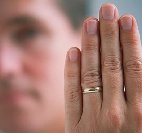 1. People whose index finger is longer than their ring finger may be schizophrenic