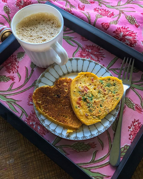 Besan Chilla - Besan Chilla is another good breakfast option with gram flour or besan and fresh veggies. Just remember to drizzle as less oil and sprinkle a little salt to keep it health proof.