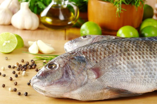 1. Omega 3 fatty acid and high DHA levels present in fish ensure healthy functioning of the brain and a lower risk level of dementia and memory loss.