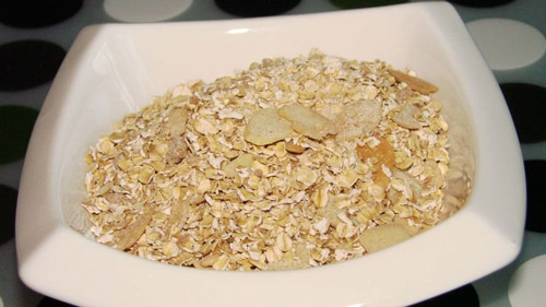 1. Fiber and protein in oatmeals help in boosting stamina and improving the metabolism.