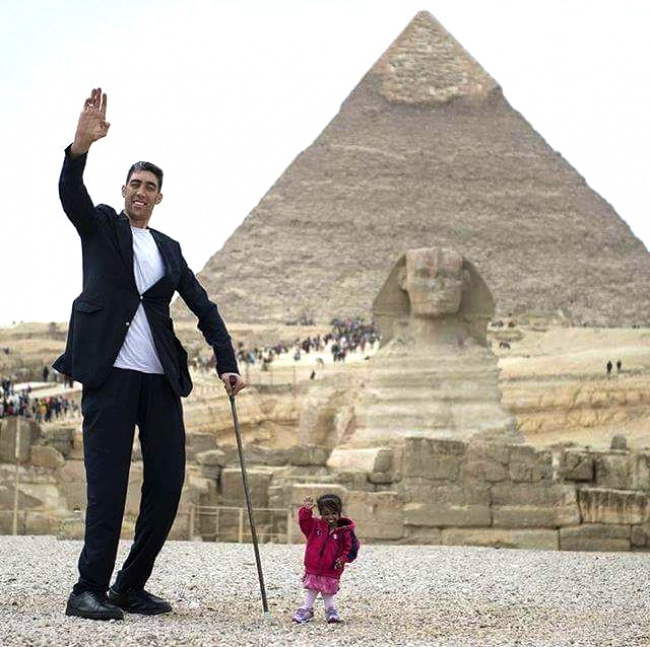 The tallest man and the shortest woman in the world