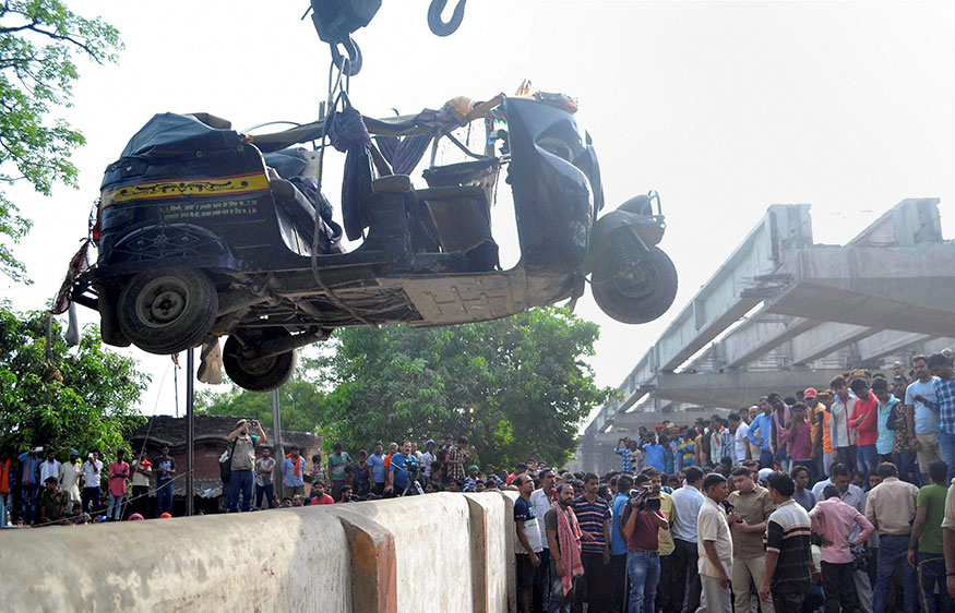More than three dozen people were injured in the tragedy near the Cantonment railway station. Photo: A crane is used to lift an auto rickshaw that got crushed