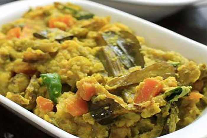 Avial: Avial is a dish that is common in Kerala as well as Tamil cuisine and Udupi cuisine. It is a thick mixture of vegetables and coconut, seasoned with coconut oil and curry leaves. Avial is considered an essential part of the Sadya, the Keralite vegetarian feast.