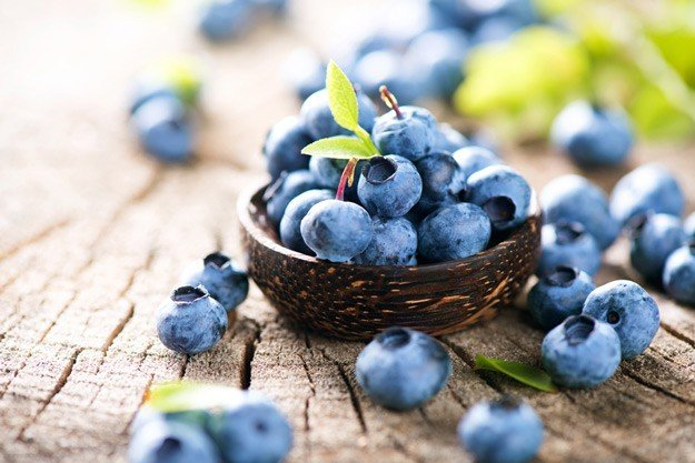 2. Blueberries are rich in antioxidants that slow down the process of brain ageing and enhance memory.