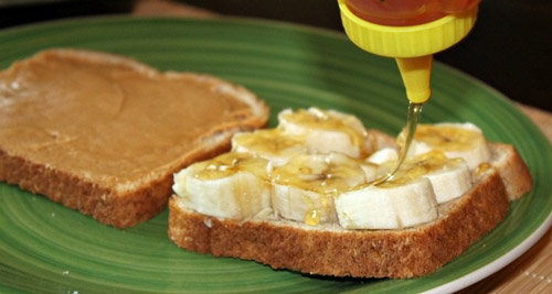 2. Mashed bananas with peanut butter and honey is loaded with carbs and potassium that improves functioning of muscles.